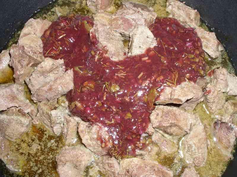 Говяжья печень в сливовом соусе
