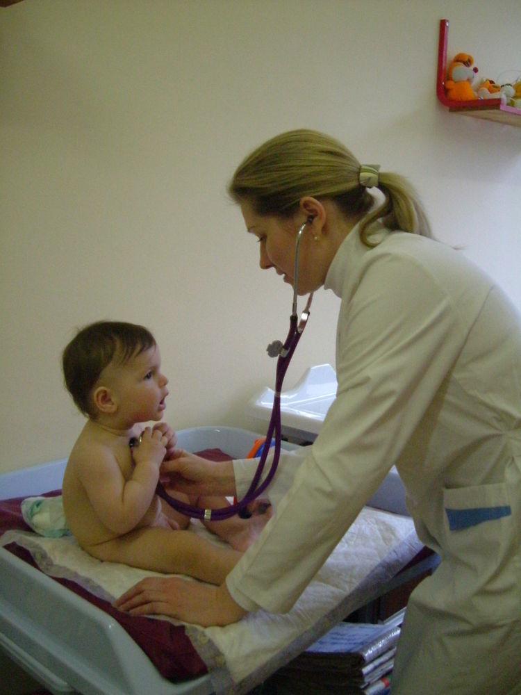 Сделали прививки Корь-Краснуха-Паратит - перенёс мужественно.