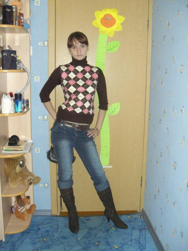 Взрослая девушка в памперсе