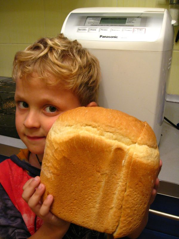 Хлебушек из хлебопечки.Горячинький ;-)