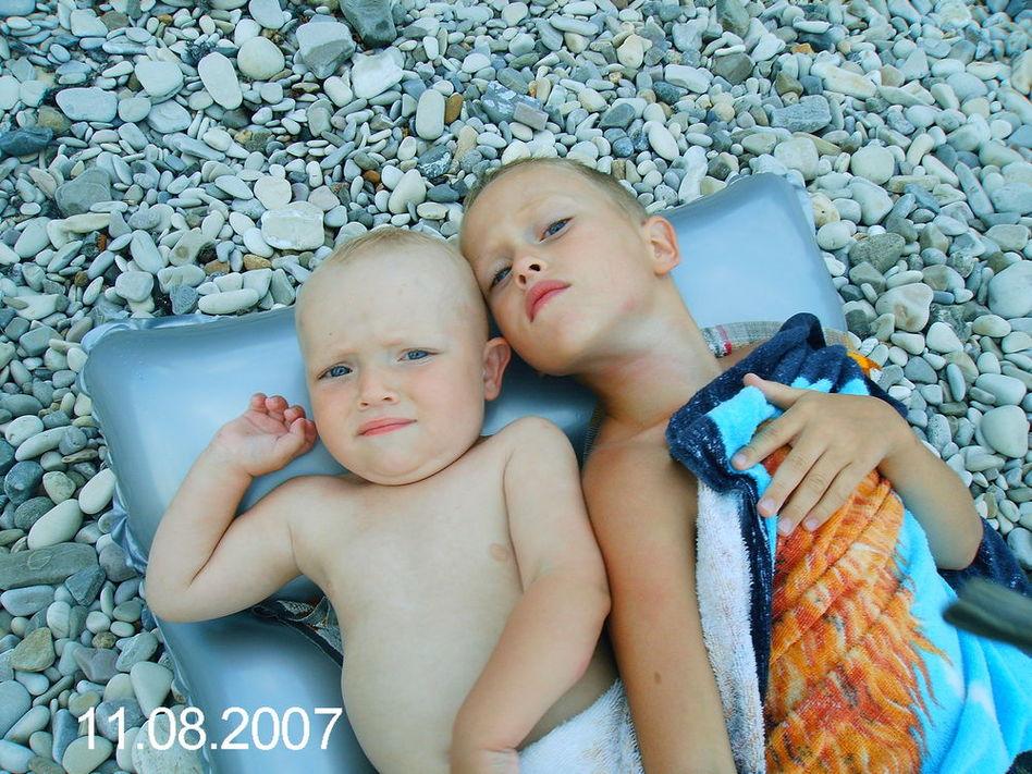 Два худеньких братца