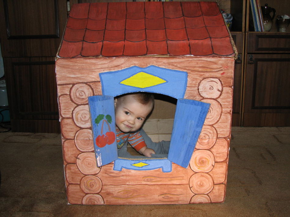 Как сделать из коробки домик для маленьких кукол