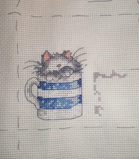 Вышивка крестом кошки в чашках 94