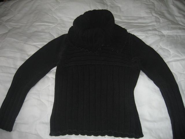 черный свитер с большим воротником р-р 44.