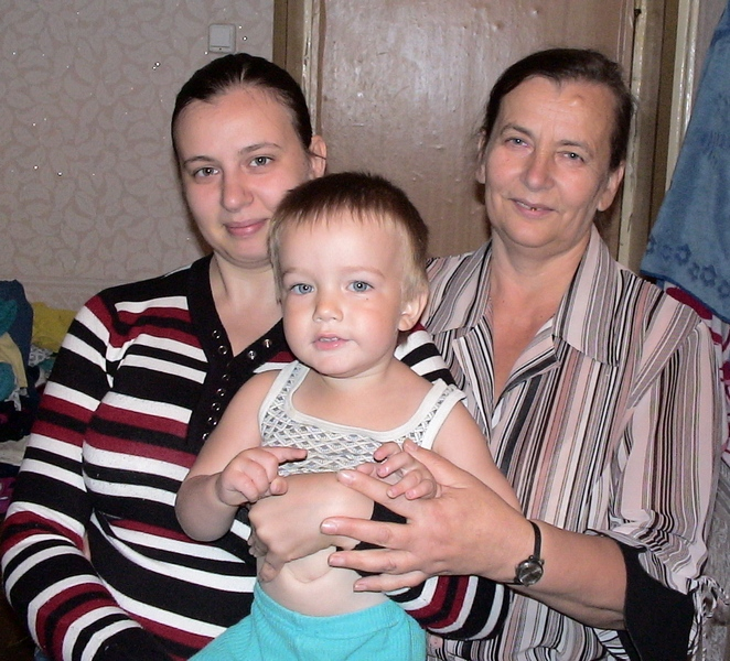 Лев с бабушкой и мамой.