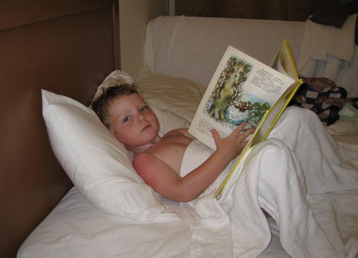 После обеда читаем и засыпаем без ног