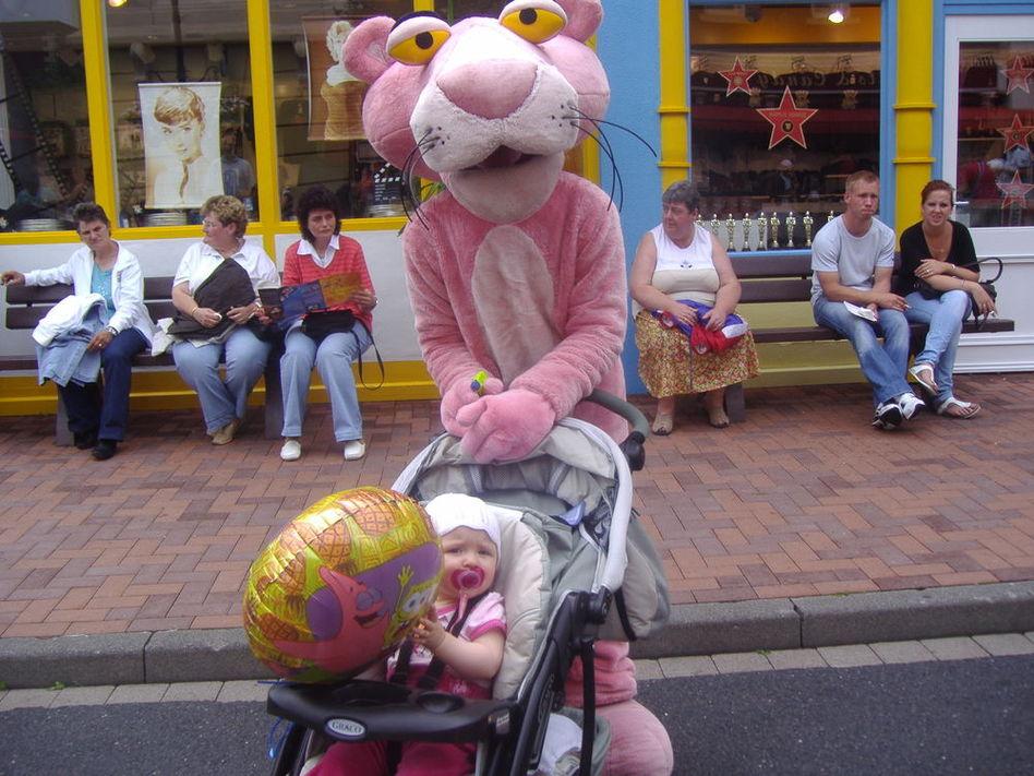 С розовой пантерой!