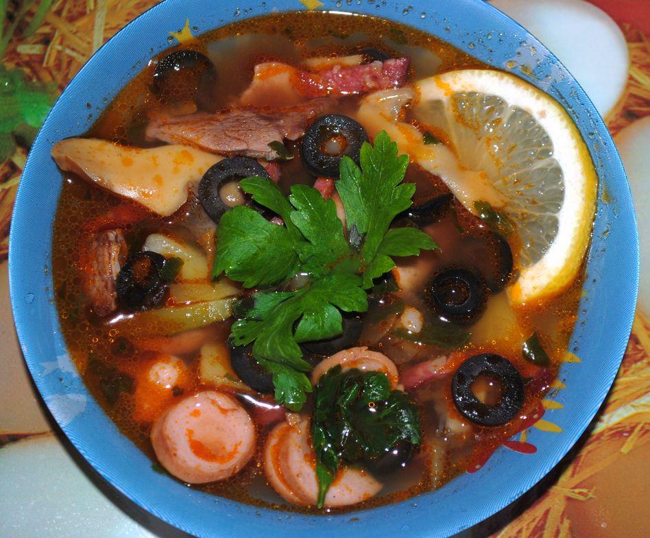 Рецепт солянки с оливками колбасой фото