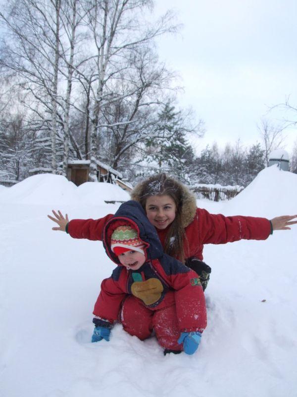 Мои снегурочки на прогулке
