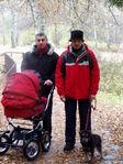 Папа, дедушка, Гера и крошка Сонечка на прогулке.