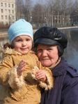 Лиза с бабулей