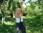 Сестра моя по деревьям лазает!