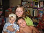 замученная мама с дочей и любимым племянником