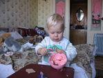 Теперь Леронька - самостоятельная девочка, кушает сама