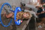 Эту девочку наш папа сфотографировал в Непале пару недель назад:)
