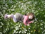В траве сидел кузнечик.