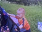 пытаемся залезть в коляску
