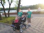 На прогулке с двоюродными  братиками (двойня)