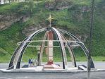 Памятный знак установлен от имени Республики Татарстан. У въезда в Горный Алтай