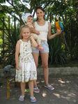и с попугайчиком