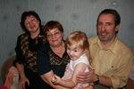 С бабушкой ,дедушкой и прабабушкой .
