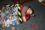 Подарили малышу новые коврики. Сразу нашел им применение.