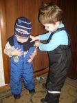 данька помогает Кире раздеваться)) скоро и мама будет не нужна когда есть такой старший брат)))