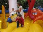 Настя, Антон и мама очень любит прыгать на батутах!