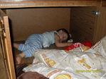 уснул в шкафу!