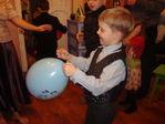 Лопнуть шарик с сюрпризом страшно..