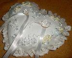 Свадебная подушечка для колец - вышивка лентами